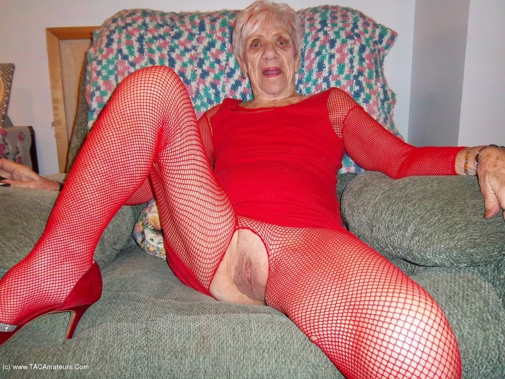 90 yr old granny fucked in a hotel - 3 1